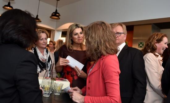 Caroline Wijntjes van De Erkende Toezichthouder in gesprek met Koningin Máxima Fotograaf Giovanni Smulders